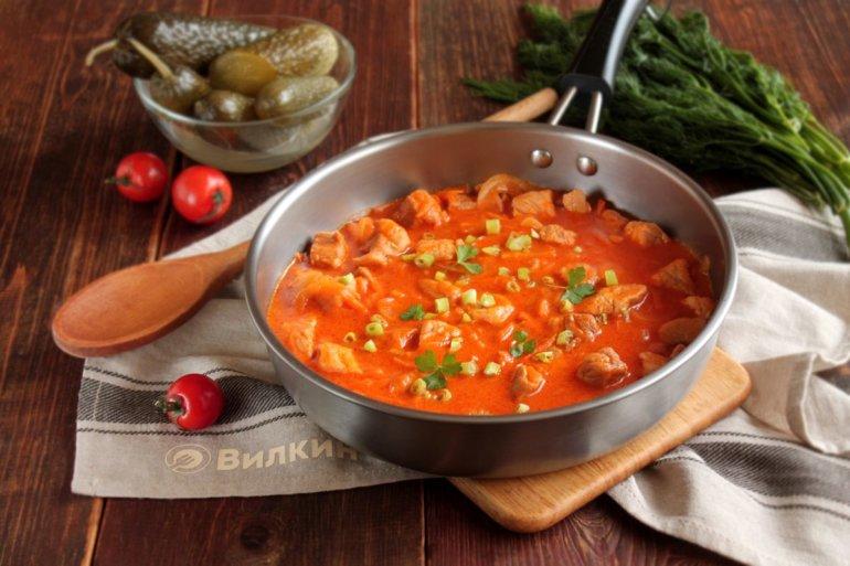 Жареная свинина на сковороде с луком: кусочками, с картошкой, грибами, овощами, морковью, котлеты. топ-4 лучших пошаговых рецептов с фото