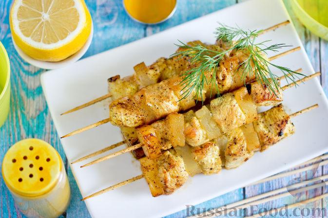 Куриные шашлычки с ананасами на шпажках