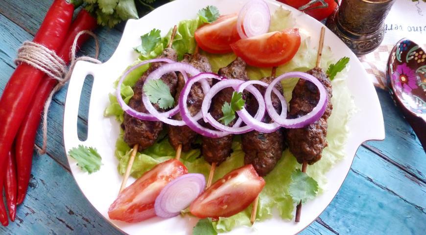 Как приготовить люля-кебаб из говядины на мангале, сковороде и в духовке по пошаговому рецепту с фото