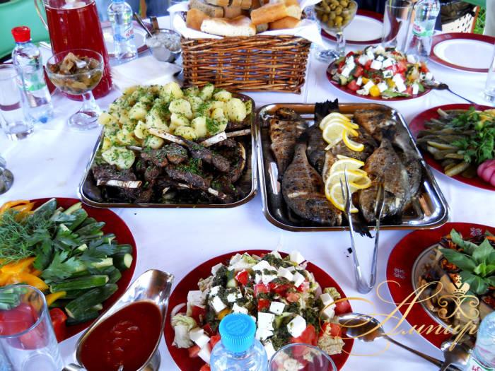 Что подать к шашлыку — простые, быстрые, легкие закуски, салаты, гарниры