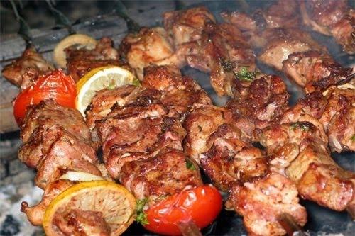 Шашлык из свинины, маринованной в кефире