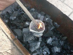 Как разогреть угли для кальяна дома