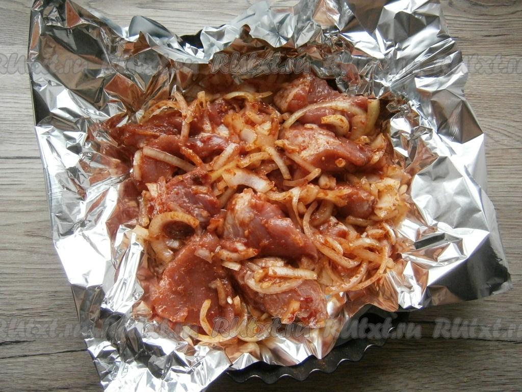 Шашлык в духовке из свинины: на противне, в фольге, в рукаве