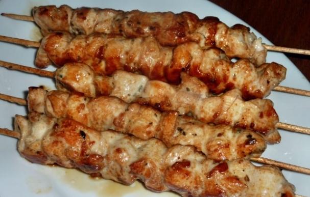 Шашлык из куриного филе на шпажках в духовке. рецепт с фотографиями