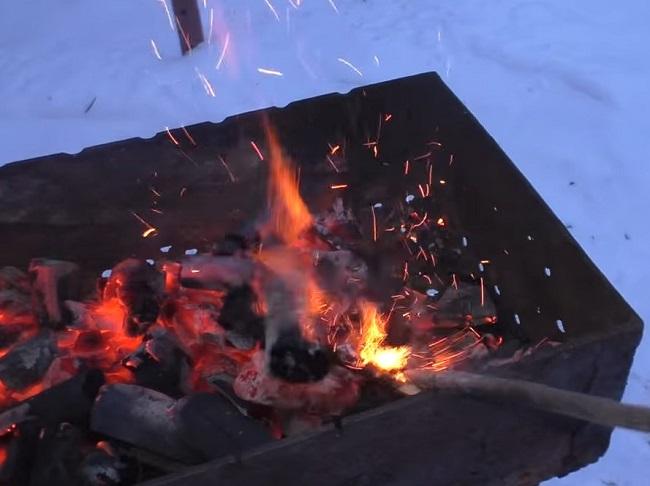 Как правильно разжечь мангал для шашлыка на углях?