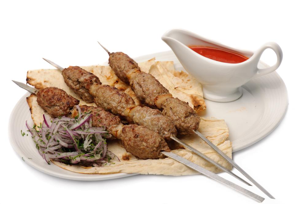 Люля-кебаб из баранины на мангале и на сковороде – рецепты