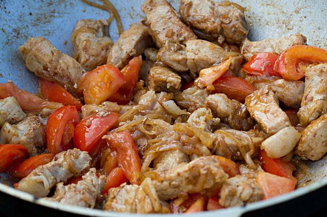 Как вкусно и сочно пожарить свинину на сковороде — рецепты. как пожарить свинину, чтобы она была мягкой?