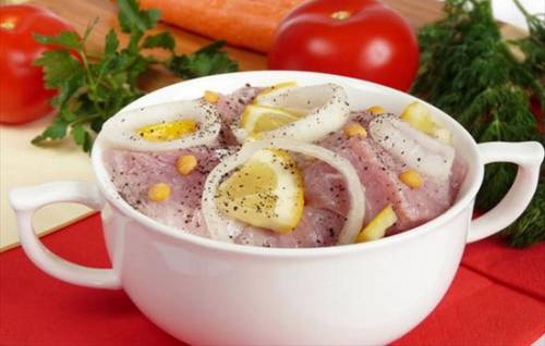 Шашлык свинина. маринад самый вкусный с лимоном.  рецепт шашлыка из свинины приготовленный на мангале