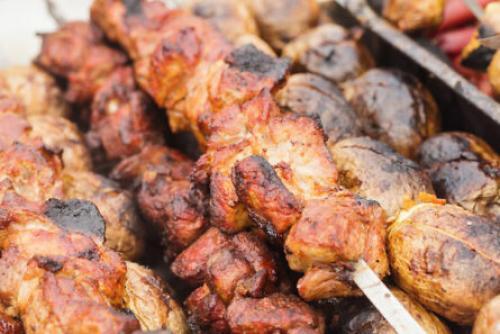 Шашлык в духовке из говядины на шпажках