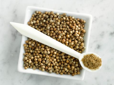 Приправа кориандр (кинза): свойства, состав, калорийность и применение в кулинарии