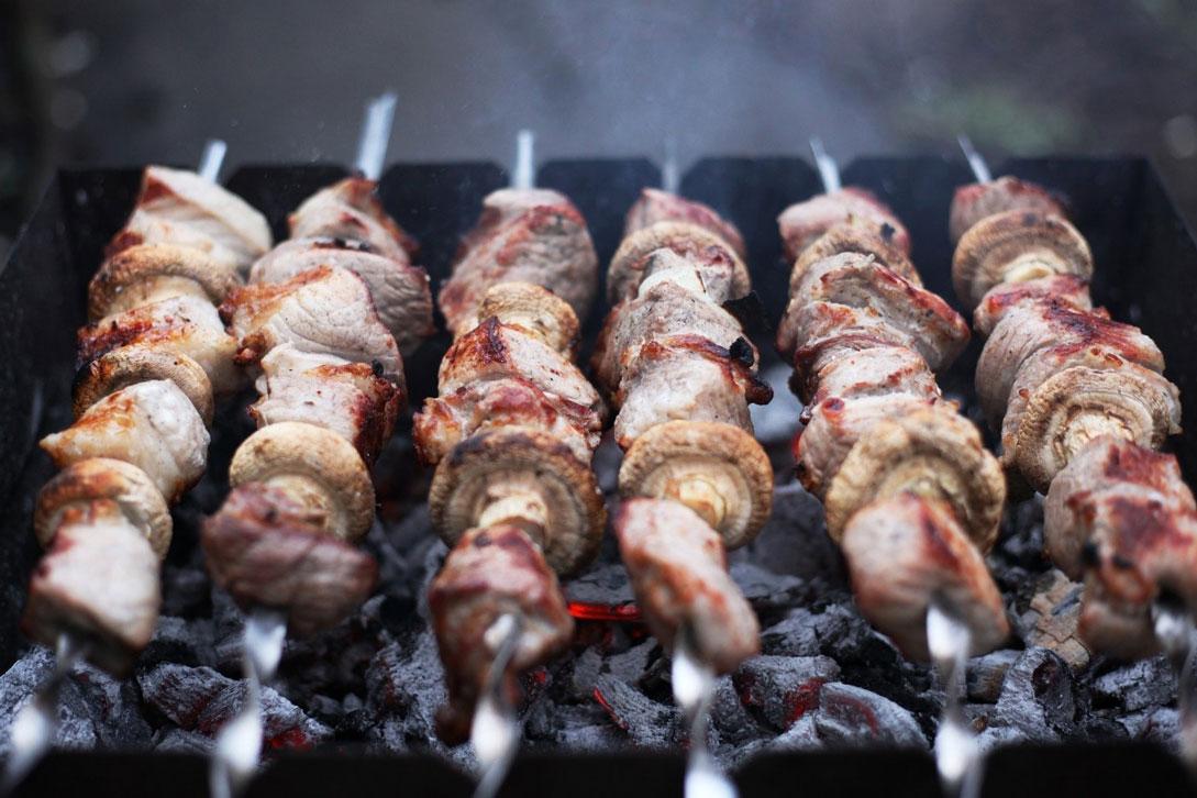 Как выбрать лучшее мясо для шашлыка [из какого мяса получается самый вкусный шашлык]
