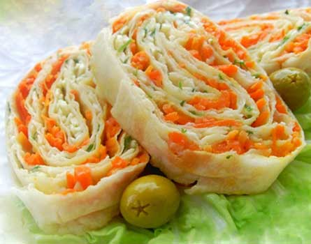 Рулет из лаваша с корейской морковью – просто, вкусно, полезно. варианты начинок для рулетов из лаваша с корейской морковью