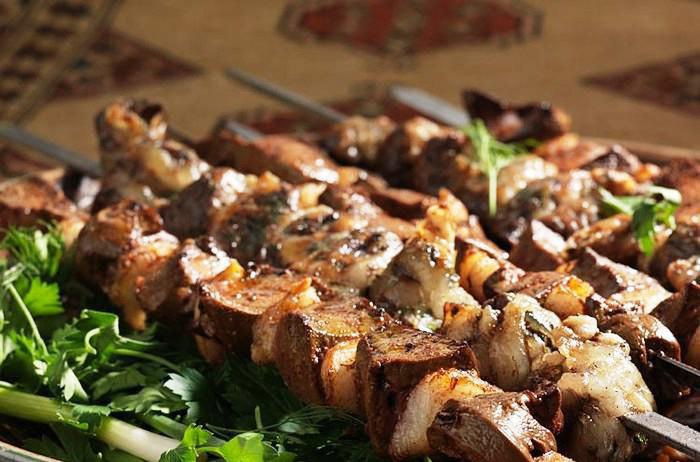 Как замариновать и приготовить вкусный и сочный шашлык из печени?