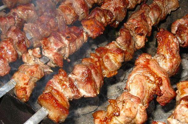 Шашлык из свинины и 17 самых вкусных маринадов, чтобы мясо получилось мягким и сочным