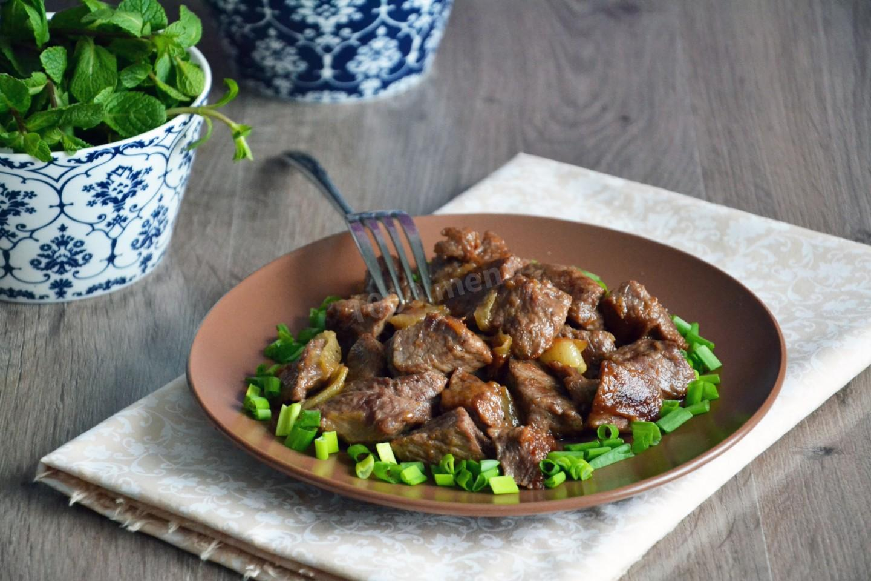 Мясо, тушеное со сметаной - 10 пошаговых фото в рецепте