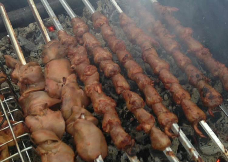 Шашлык из куриных сердечек в духовке на шпажках, на мангале и на сковороде