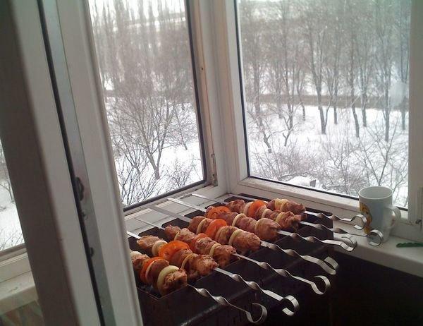 Дымное дело: можно ли жарить шашлыки во дворах и на балконах?