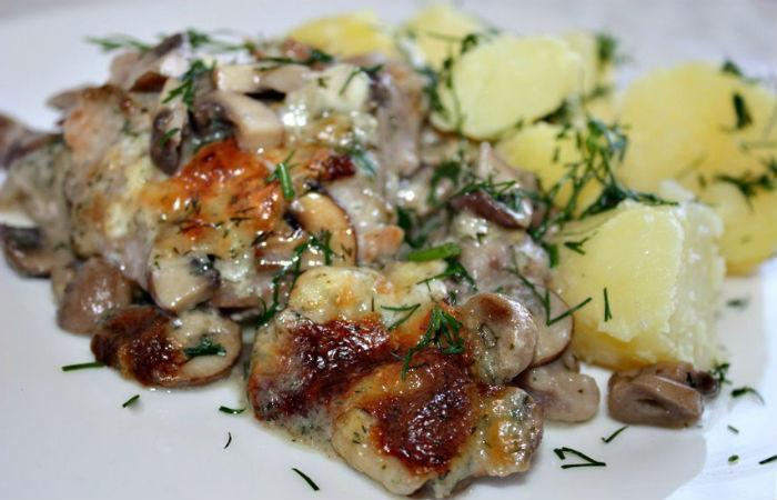 Жареная свиная шейка с луком и грибами: рецепт с фото пошагово