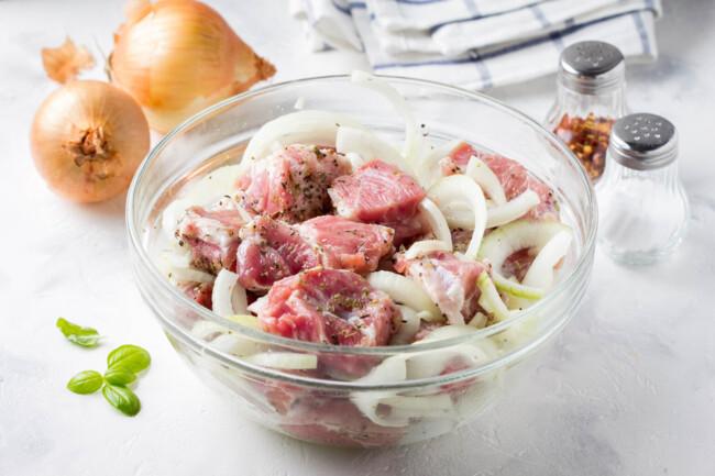 Маринад для свиного шашлыка: 10 рецептов |