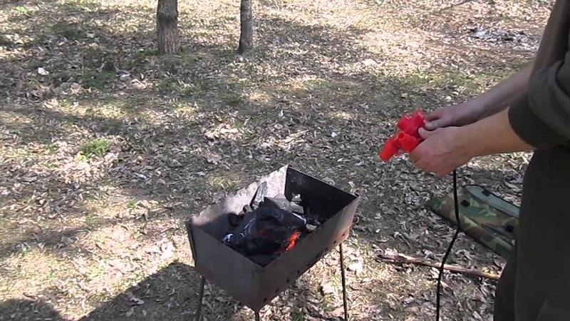 Разжечь уголь газовой горелкой