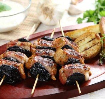Куриный шашлык с черносливом и курагой