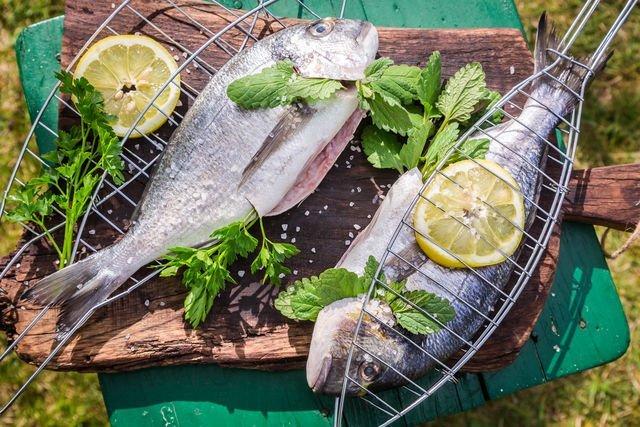 Рыбный шашлык семга на мангале