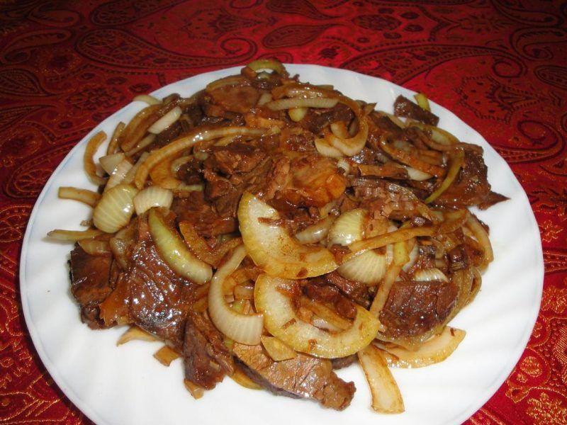 Говядина с луком на сковороде - 10 пошаговых фото в рецепте