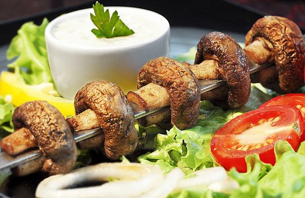 Как правильно и вкусно мариновать и готовить шашлык из грибов?