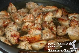 Шашлык из свинины на сковороде с соусом
