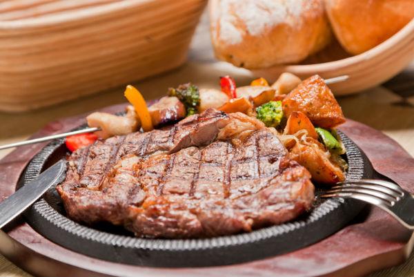 Говяжьи стейки в духовке. говядина в духовке в фольге - вкуснейшие идеи приготовления праздничного блюда. как приготовить отменный стейк в домашней духовке