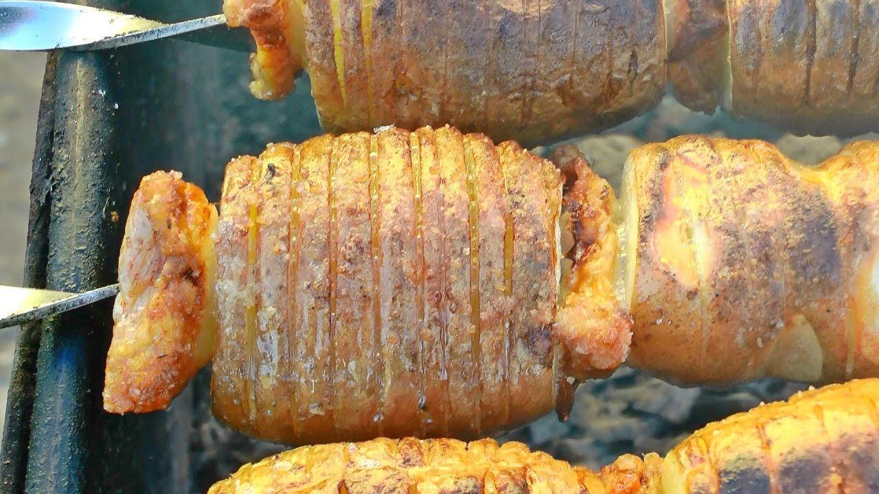 Картошка с салом на шампурах на мангале