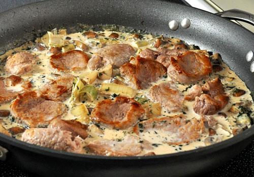Свинина, тушеная с грибами - 7 пошаговых фото в рецепте