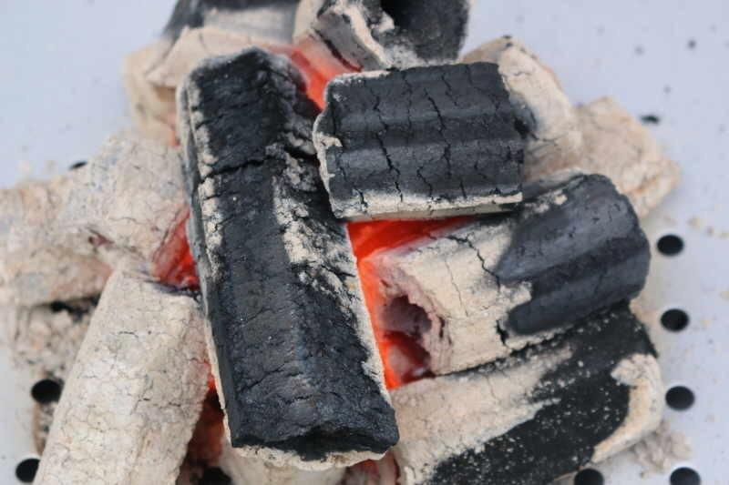 Как пожарить шашлык на мангале на углях: сколько времени готовить и как жарить