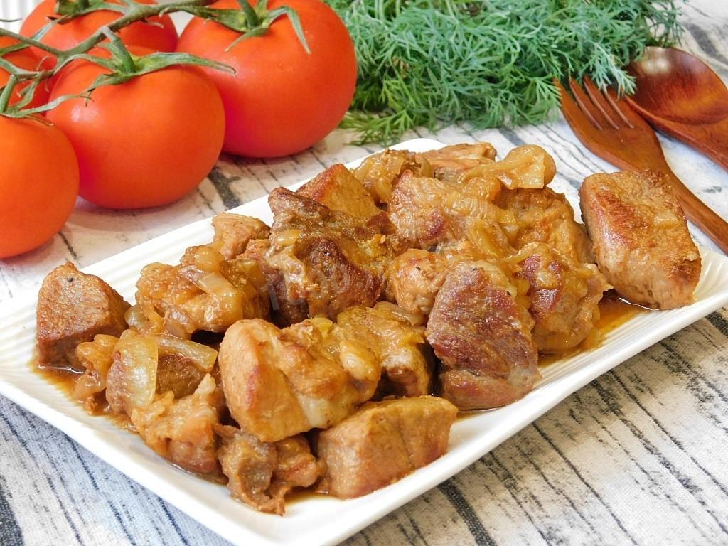 Свинина, тушеная с луком и морковью - 7 пошаговых фото в рецепте