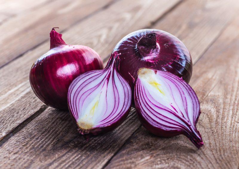 Как приготовить маринованный лук для разных блюд?