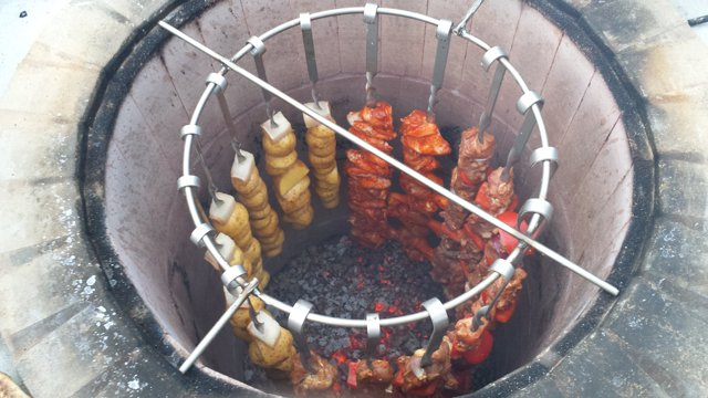 Сочный шашлык в тандыре — баранина, свинина и куриные крылья