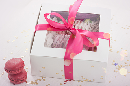 Картонная или пластиковая - какая упаковка для тортов лучше?