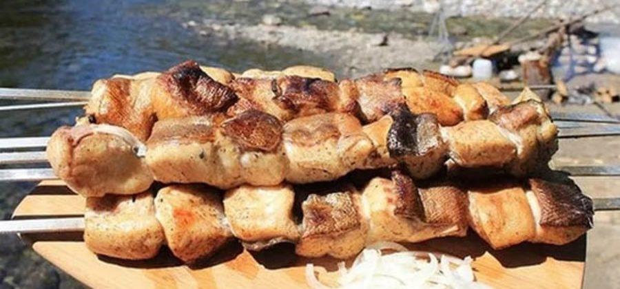 Шашлык из карпа с грибами и помидорами на мангале