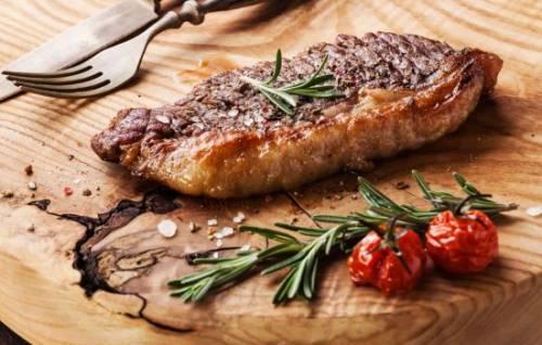 Как приготовить стейк из говядины в духовке: 4 рецепта вкусного и сочного стейка - onwomen.ru