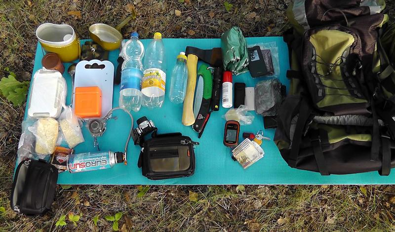 Ночевка в лесу: что взять с собой и как обустроить место?