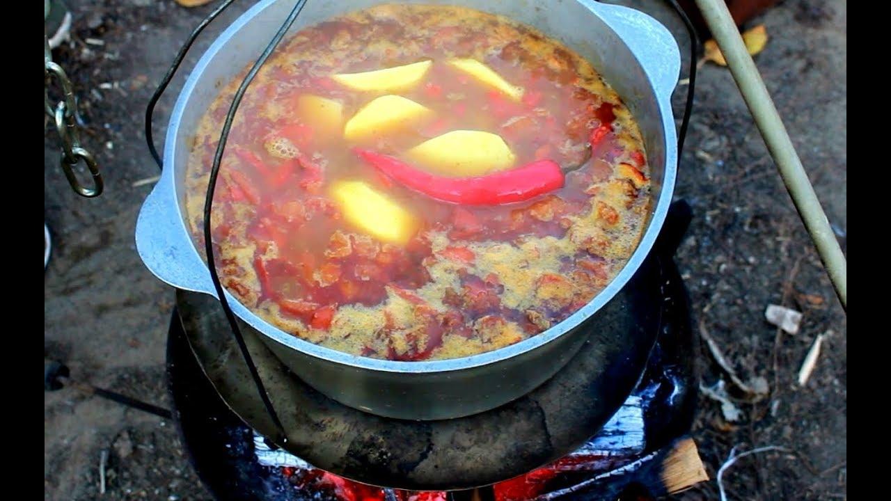 Вкусный суп шурпа на костре в казане