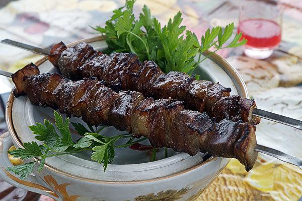 Шашлык из говяжьей печени: рецепт как замариновать и приготовить на мангале