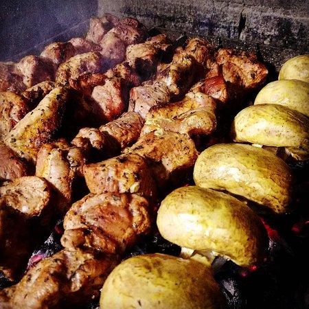 Шашлык из свиной вырезки с грибами, маринованный в бальзамическом уксусе