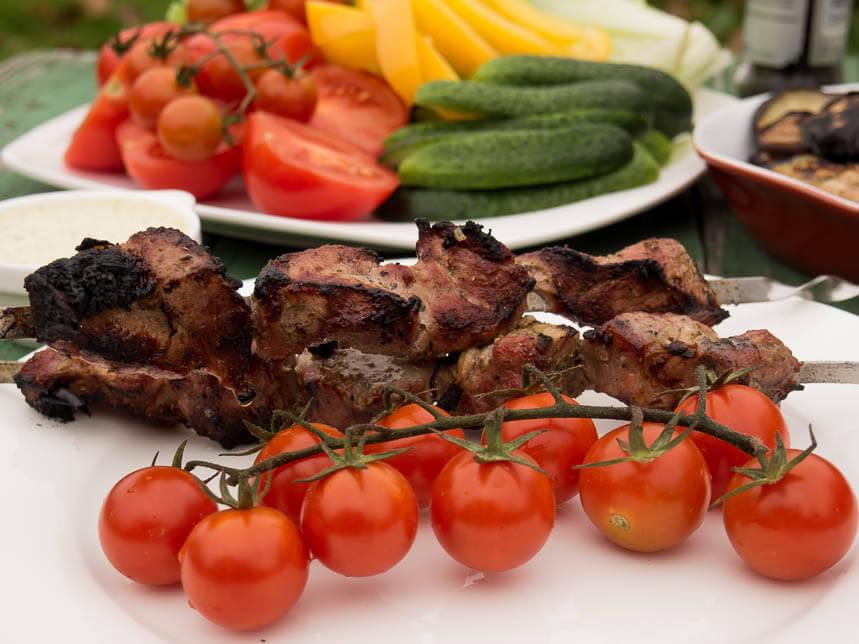 Шашлык из свинины с помидорами и луком