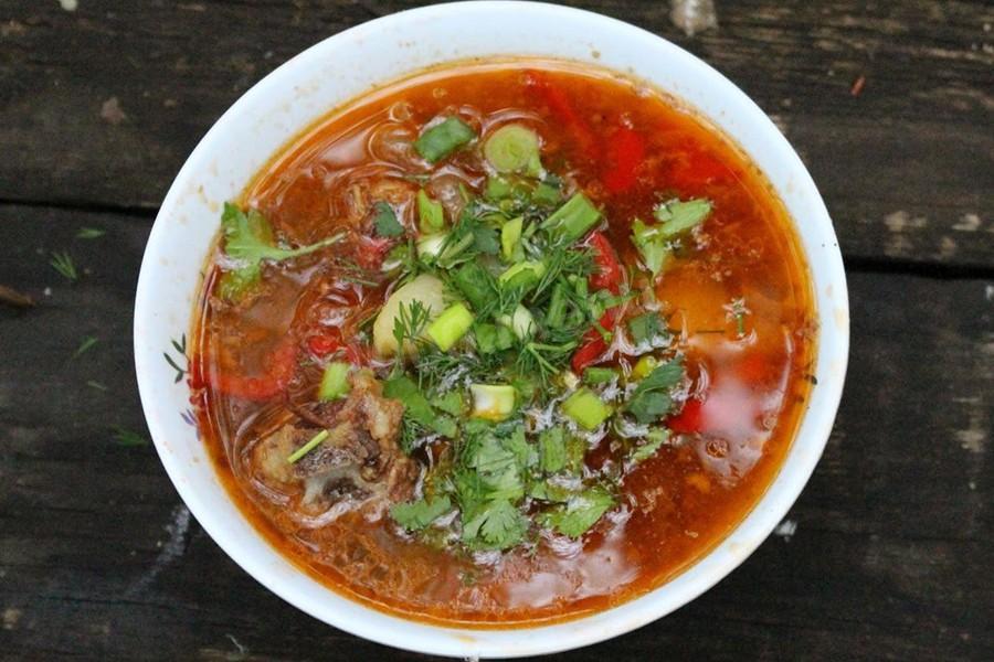 Суп шурпа из говядины в казане