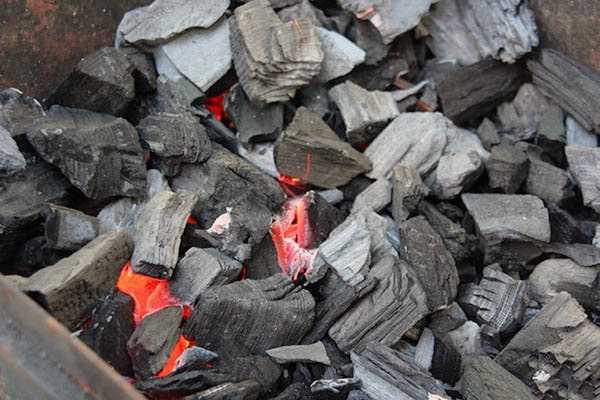 Как правильно разжечь мангал для шашлыка