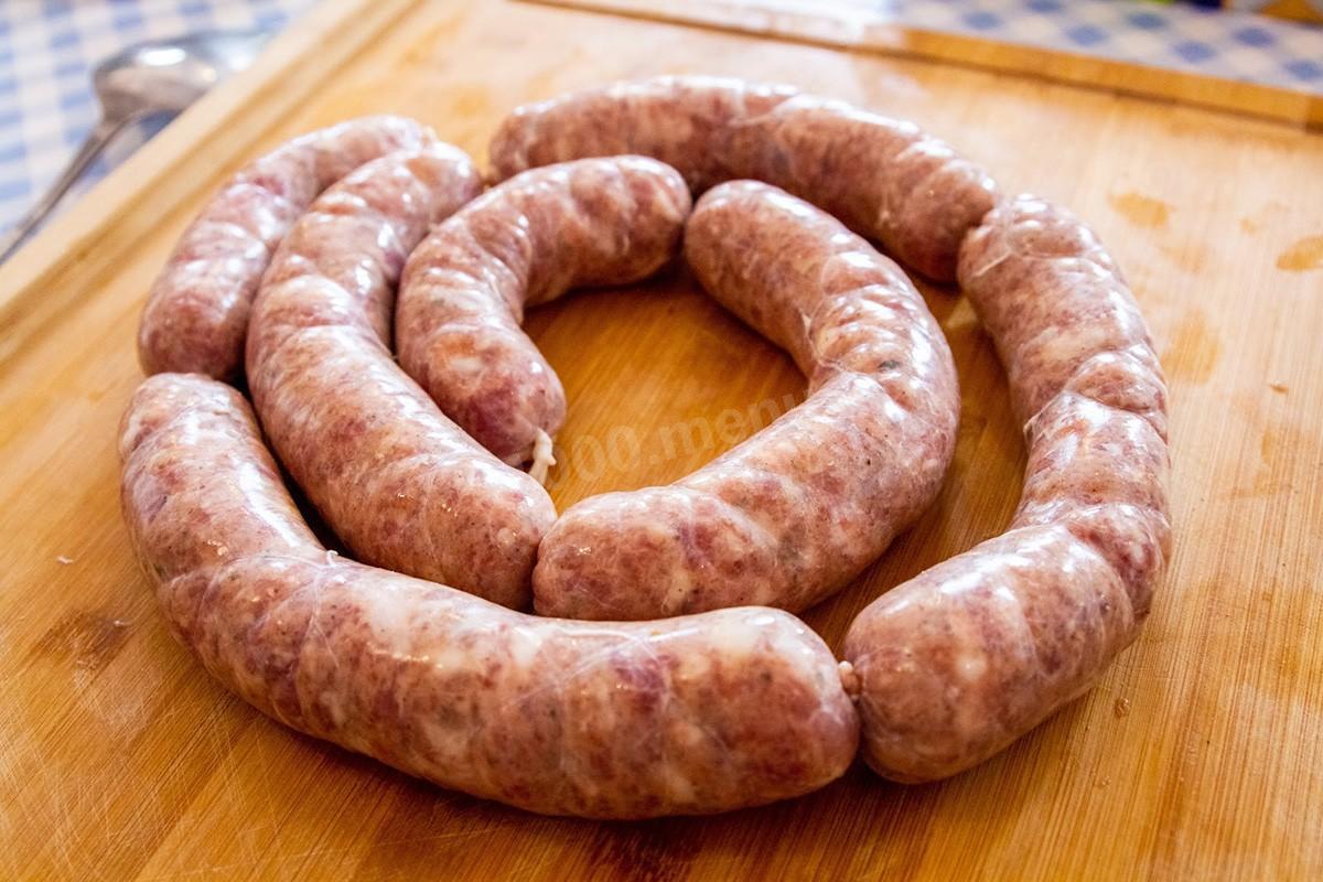 Как приготовить вкусные колбаски на мангале или решетке?