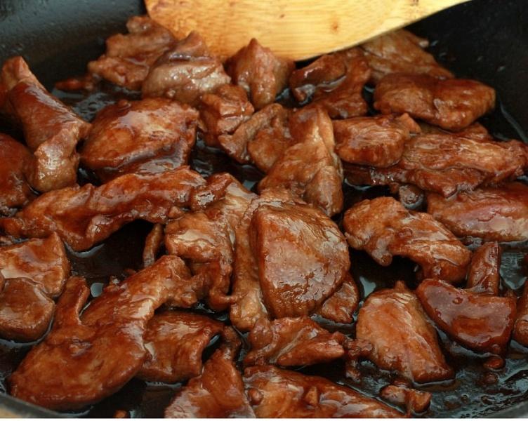 Как пожарить свинину на сковороде, чтобы она была мягкой и сочной: самые вкусные рецепты