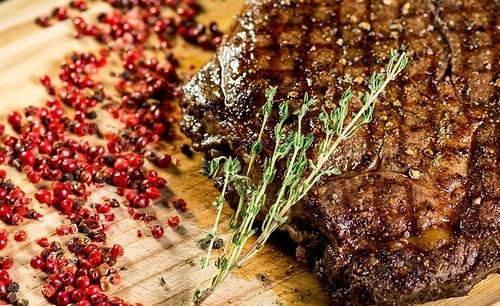 Как приготовить стейк из говядины на сковороде и в духовке