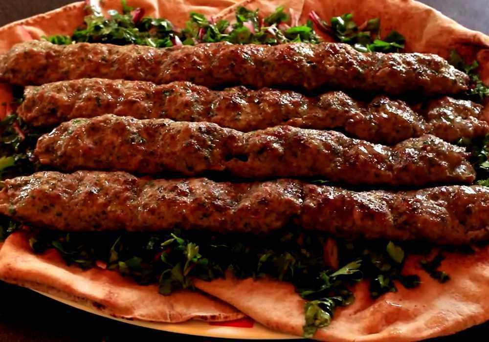 Люля-кебаб на шампурах: 2 рецепта (из фарша и из картофеля)